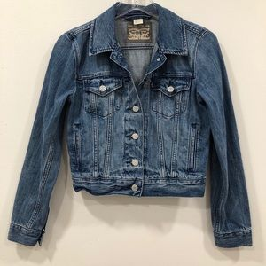 Levi's Classic Denim Jacket in Mid-Blue